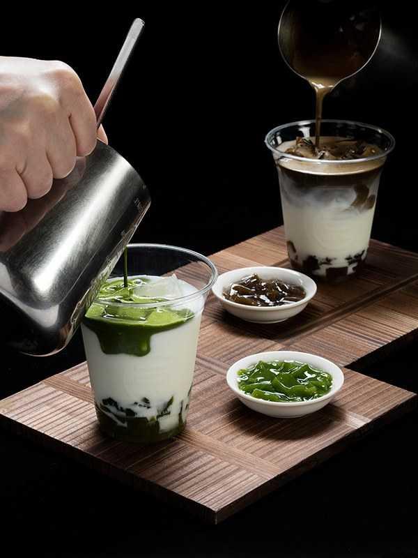 抹茶/焙茶蕨餅冰拿鐵。(圖/一〇八抹茶茶廊提供)