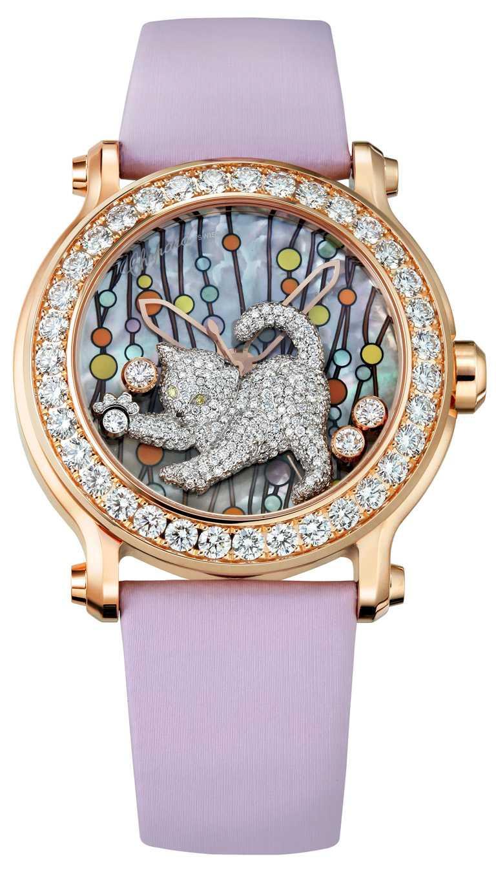 Chopard「Animal World動物世界」系列,貓咪腕錶,18K玫瑰金,鑲嵌總重3.95克拉鑽石,搭3顆滑動鑽石;貓咪鑲嵌304顆0.78克拉白鑽、2顆0.01克拉黃鑽,以及單顆0.1克拉黑鑽,限量25只╱2,460,000元。(圖╱Chopard提供)