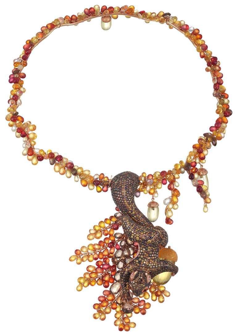 Chopard「Red Carpet紅地毯」系列,飛鼠項鍊,18K玫瑰金,鑲嵌425顆253.74克拉橘色剛玉、41顆40.4克拉紅柱石、3顆30.34克拉堇雲石,及11.88克拉褐鑽╱9,110,000元。(圖╱Chopard提供)