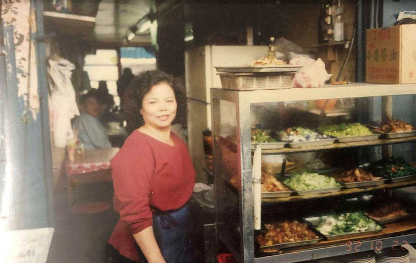 張成全的母親早期在中華商場第七棟前段賣麵。(圖/張成全提供)