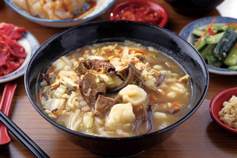 「牛肉麵疙瘩」選用澳洲牛腩條,麵疙瘩雖非Q彈口感卻有另一種嚼勁。(120元)(圖/于魯光攝)