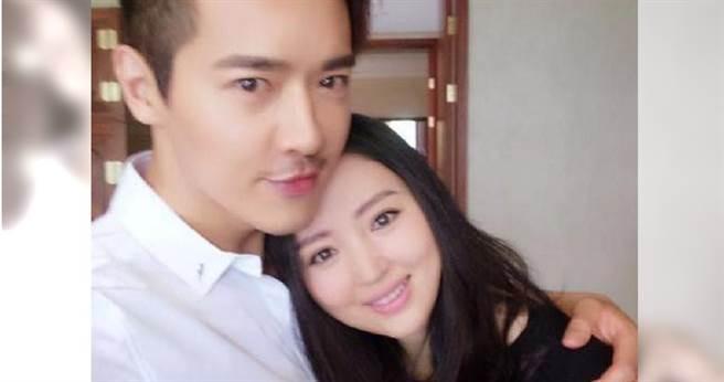 高雲翔與董璇過往兩人恩愛甜蜜,目前還育有一名3歲女兒,被懷疑是為保雙方財產所以協議離婚。(翻攝自新浪娛樂微博)