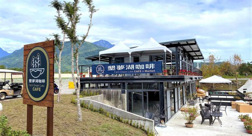 湖畔咖啡館今年剛開幕,提供旅人賞景美食去處。