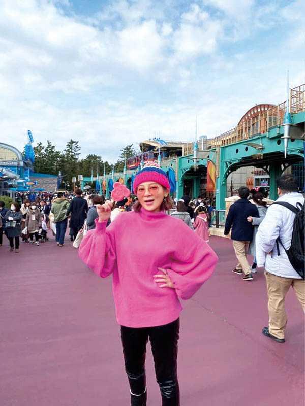 王彩樺二度帶大女兒黃於庭和小女兒黃繶帆,到東京迪士尼大玩特玩3天。(圖/王彩樺提供)
