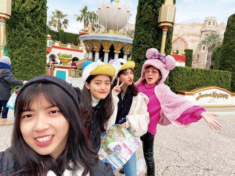 因老公臨時有事無法成行,王彩樺改邀姪女一起加入這趟日本親子之旅。(圖/王彩樺提供)