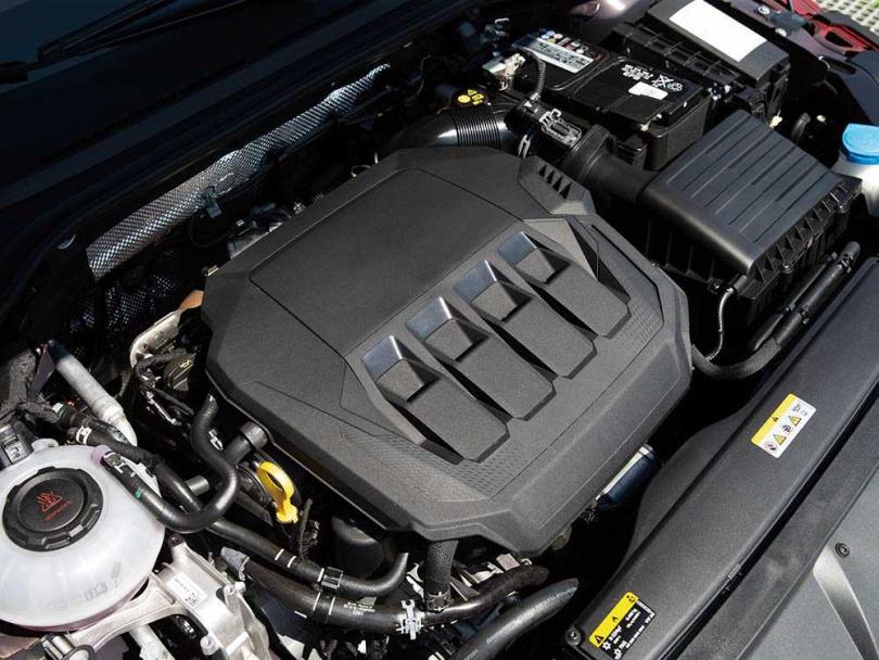 ARTEON採用型號EA888引擎,可榨出272匹的峰值馬力。(圖/黃耀徵攝)
