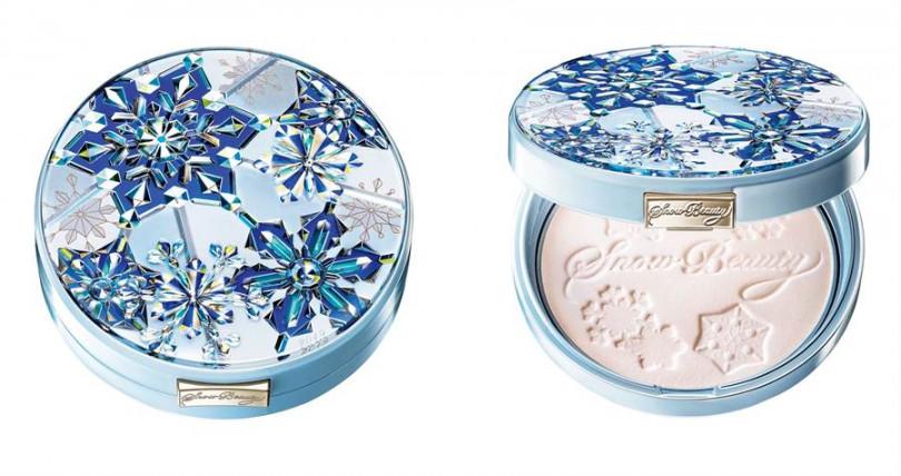 SHISEIDO心機女神香氛魔法盒2019 25g/1,900元  附有雙面用粉撲,白天可當定妝蜜粉、晚上則可當成晚安蜜粉。(圖/品牌提供)