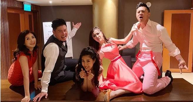 曾國城、黃嘉千主演的《愛呀,我的媽!》到新加坡演出。(圖/果陀劇場提供)