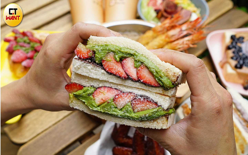 ▲抹茶加草莓的夢幻組合,以三明治方式呈現。