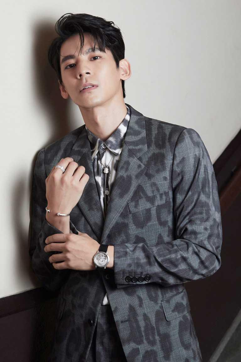 「2020台北電影節」頒獎人暨第53屆金馬獎男配角林柏宏,佩戴伯爵「Altiplano系列」超薄頂級珠寶鑽石腕錶,及「Possession系列」珠寶出席。(圖╱PIAGET提供)