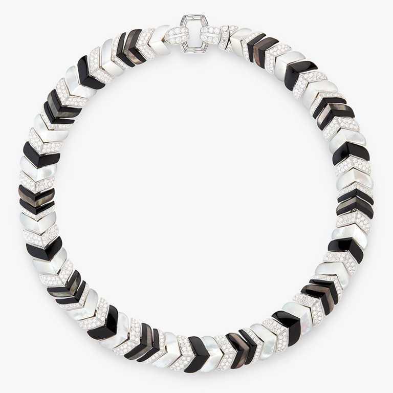 BOUCHERON的「Vendome系列」高級珠寶項鍊╱白K金,鑲嵌鑽石、黑色縞瑪瑙、珍珠母貝╱4,430,000元。(圖╱BOUCHERON提供)