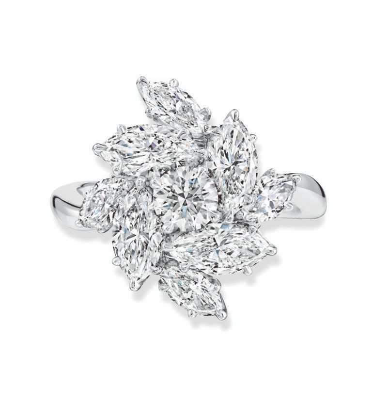 海瑞溫斯頓「Pirouette系列」鑽石戒指╱鉑金底座,8顆總重約2.41克拉馬眼形切工鑽石,及1顆總重約0.38克拉圓形明亮式切工鑽石。(圖╱HARRY WINSTON提供)