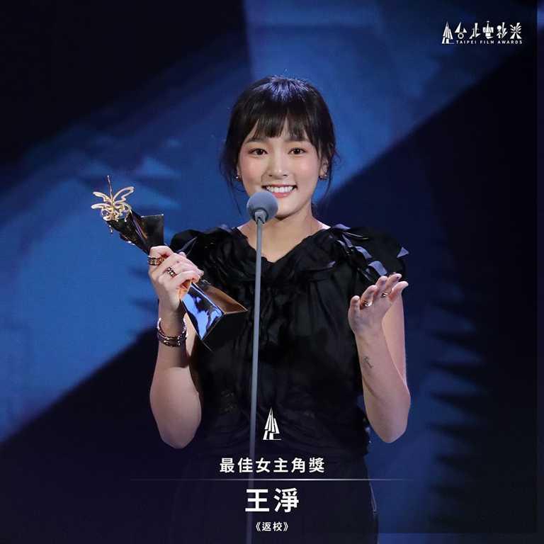 「2020台北電影獎」最佳女演員王淨,佩戴BVLGARI「B.zero1系列」戒指及手環出席頒獎盛典,盡顯青春無畏姿態。(圖╱台北電影節提供)
