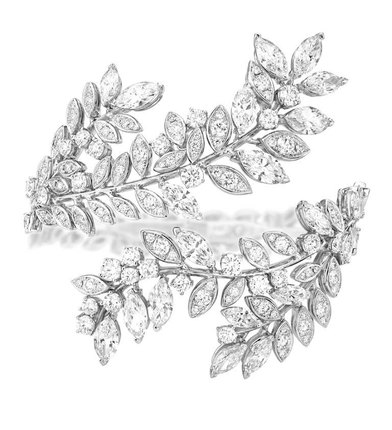 PIAGET「Extremely Piaget系列」18K白金頂級珠寶鑽石手鐲╱240顆圓形明亮式切割鑽石,19顆欖尖形切割美鑽╱10,200,000元。(圖╱PIAGET提供)