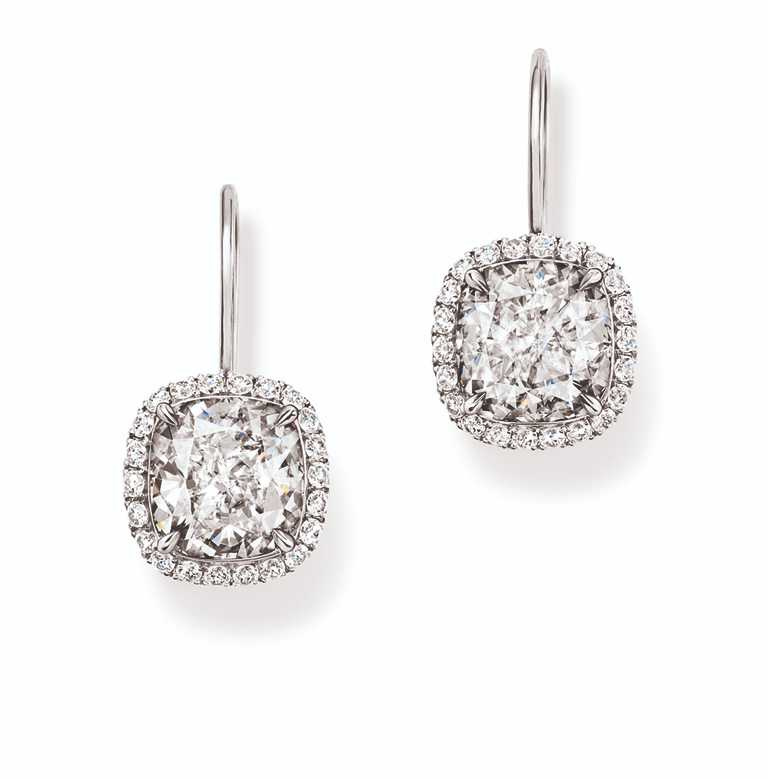 海瑞溫斯頓枕型切工鑽石耳環╱鉑金底座,70顆圓形明亮式切工鑽石與2顆枕型切工鑽石,總重約7.59克拉。(圖╱HARRY WINSTON提供)