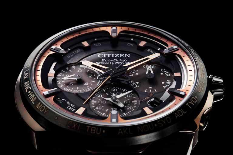 CITIZEN「CC4025-82E」旗艦紀念限量腕錶,錶面共有6層結構,堆疊出錶殼的三維立體空間感。(圖╱CITIZEN提供)