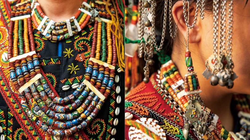未出嫁少女皆會佩掛耳飾。琉璃珠是排灣族最重要的飾物,也是階級地位與宗教護身的象徵。(圖/宋岱融攝)
