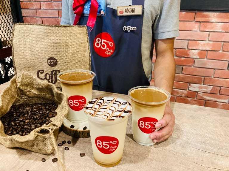 冠軍哈密拿鐵(前圖)是85℃第一屆咖啡大師選拔賽獲勝的創意咖啡。