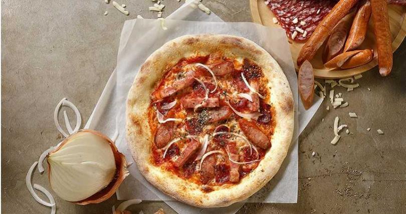 三家分店推出披薩「買3送1」活動,圖為「培根義式臘腸披薩」。(圖/石壁家SPIGA PASTA提供)