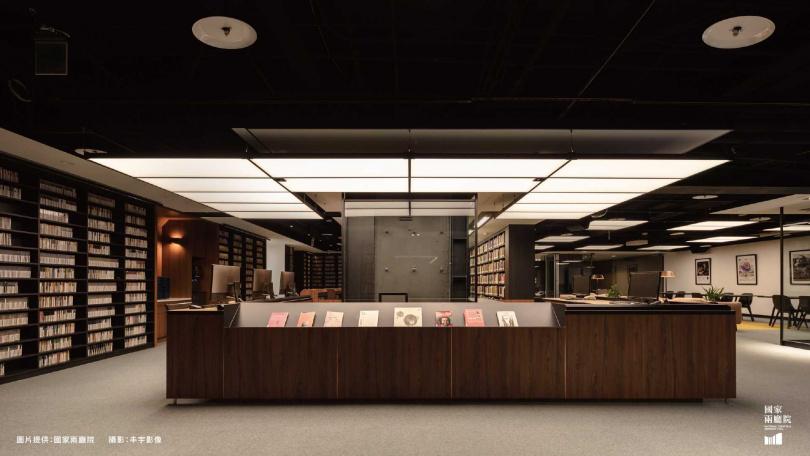 我在兩廳院表演藝術圖書館(來源:npac-ntch.org)