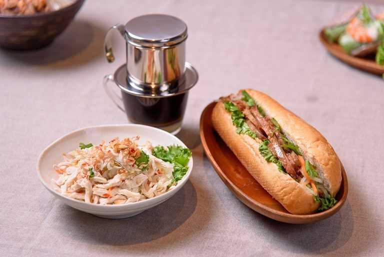 「越亮」經典越式河粉與三明治是許多消費者的最愛。