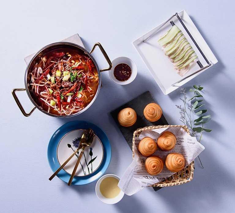 「飯BAR智作 」推出四菜一湯的外帶餐,整體價格較原價便宜近一半。