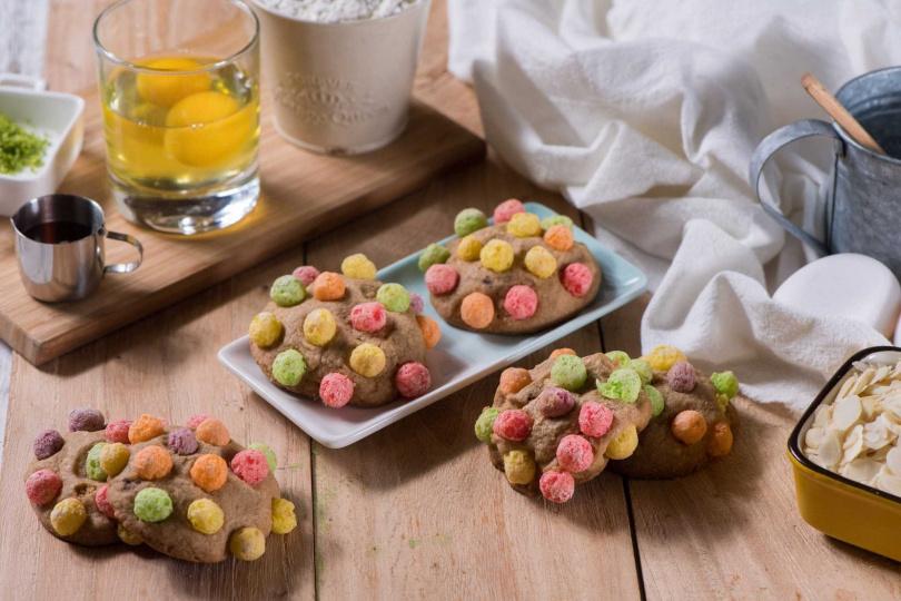烤箱烘焙系列「彩球軟餅」。(圖/柒零生手做DIY烘焙提供)