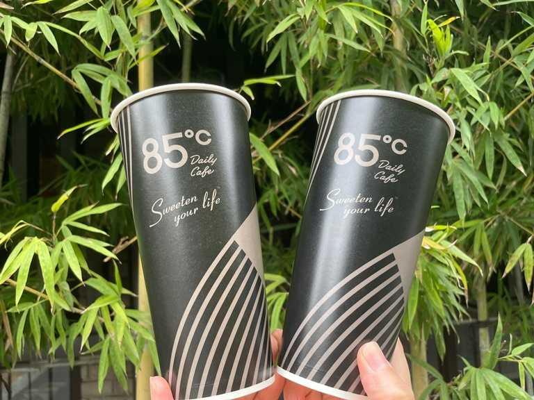 10月2日前來85℃購買大杯招牌咖啡(冰/熱)或大杯特濃招牌咖啡(冰/熱),可享「第二杯20元」。