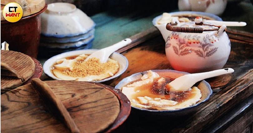 由老闆手作的豆花,濃濃的古早味,豆花和配料吃起來軟綿順口。(圖/官其蓁攝)