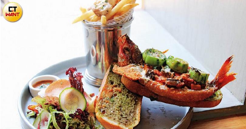 豪邁使用當季鮮魚整尾夾入麵包,讓「一隻魚漢堡」成為店家招牌。(圖/官其蓁攝)