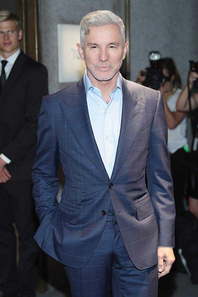 湯姆漢克正在與拍攝過《紅磨坊》、《大亨小傳》的知名導演巴茲魯曼合作「貓王」傳記電影。