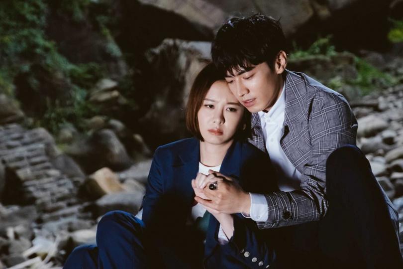 安心亞、宋柏緯於《墜愛》中的戀情告急。(圖/歐銻銻娛樂提供)