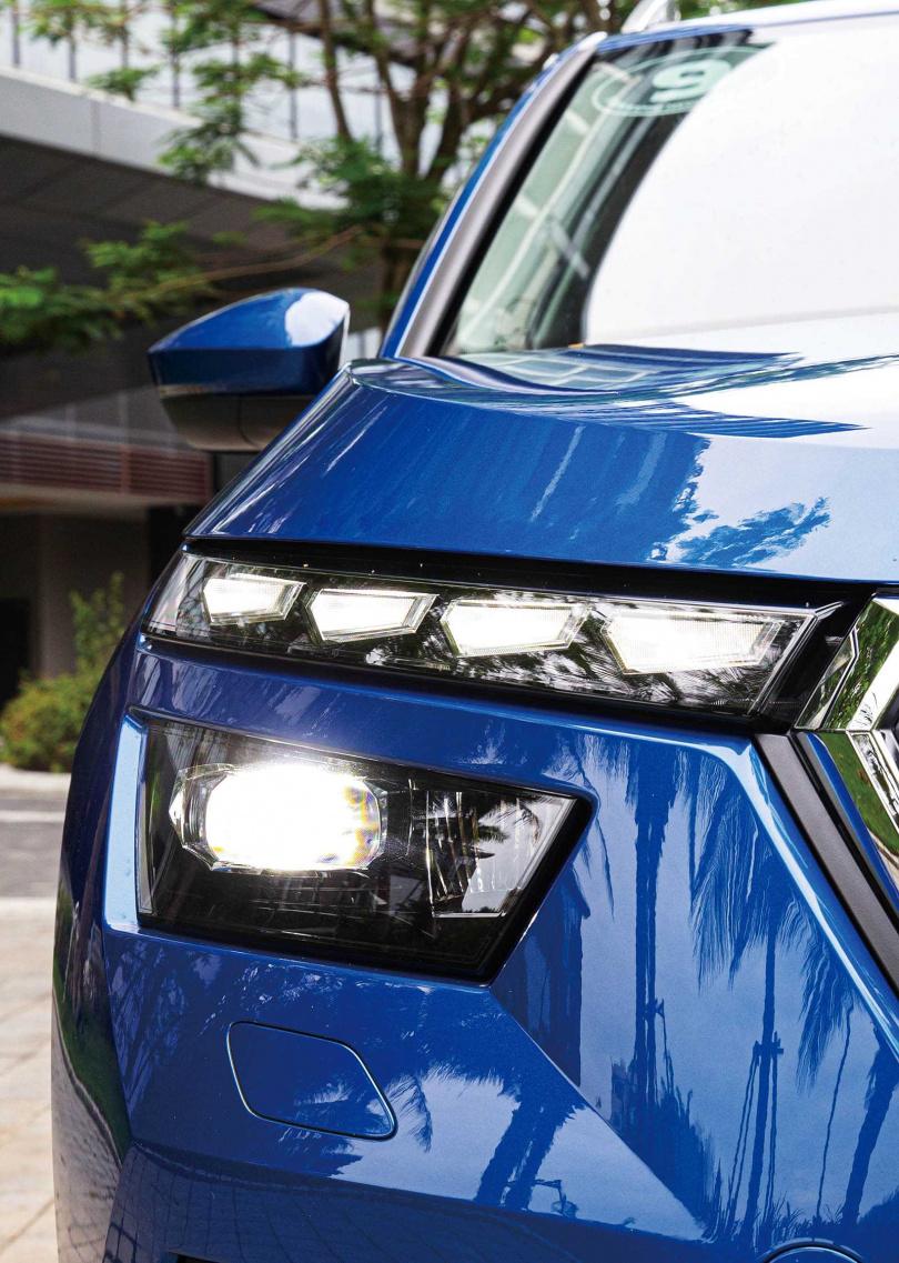 分離式LED頭燈組提供自動轉向功能,是同級車唯一有此功能者。(圖/黃耀徵攝)