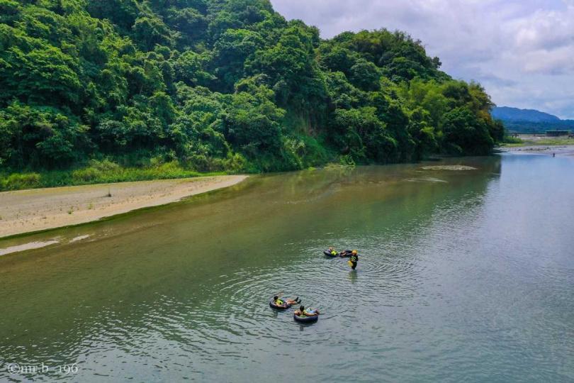 美麗未受汙染的花蓮溪,是今年爆紅的東岸祕境之一。(圖/KLOOK提供)