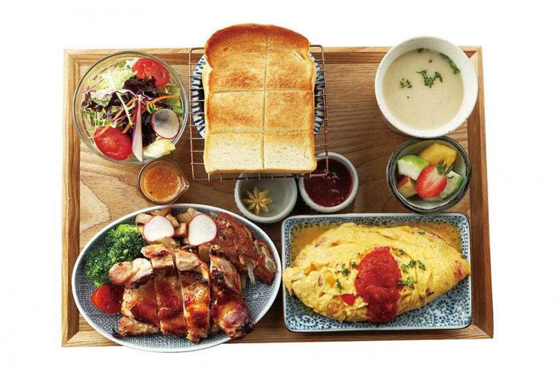 「鹽麴味噌烤雞腿」洋食早午餐的無骨雞腿鮮嫩入味,厚片吐司口感柔軟。(368元,起司鮮蔬歐姆蛋加50元)(圖/于魯光攝)