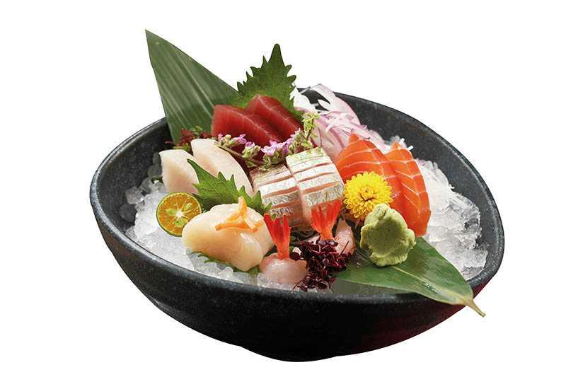 「綜合生魚片」有旗魚、鮭魚、鮪魚、海鱺、甘貝及甜蝦。(套餐)(圖/于魯光)