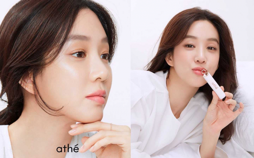 鄭麗媛在韓國代言的化妝品唇膏athe,就是標準的玫瑰奶茶色,成為大家瘋搶代購品牌。(圖/翻攝自網路)