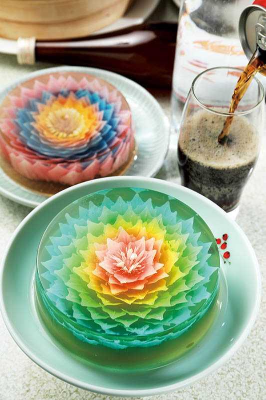 採預約制的「台之最」甜點「3D雕花果凍」,要花1個多小時精製。(360元/5.5吋)(圖/于魯光攝)