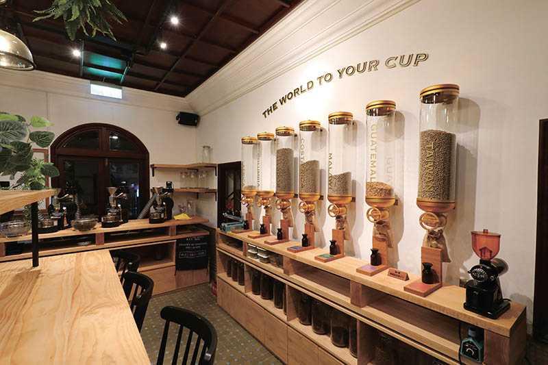 在「豆留森林」的「烘豆體驗室」可體驗烘豆與品嘗新鮮香醇的咖啡。(圖/于魯光攝)