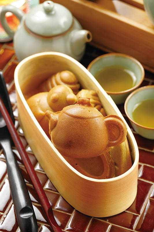 抹茶口味的「茶席雞蛋糕」,做成茶壺、文鳥、茶葉、葉蟬等樣式,超級可愛。(80元)(圖/于魯光)