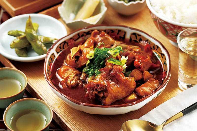 「茶香花雕雞」的雞腿丁肉質鮮嫩,加速入花雕酒、老欉紅茶,滋味更香醇。(240元)(圖/于魯光)