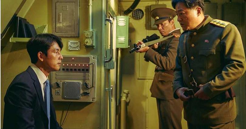 鄭雨盛(左)爆料郭度沅(右)為戲減肥,但開拍後卻吃到放飛自我。(圖/甲上提供)