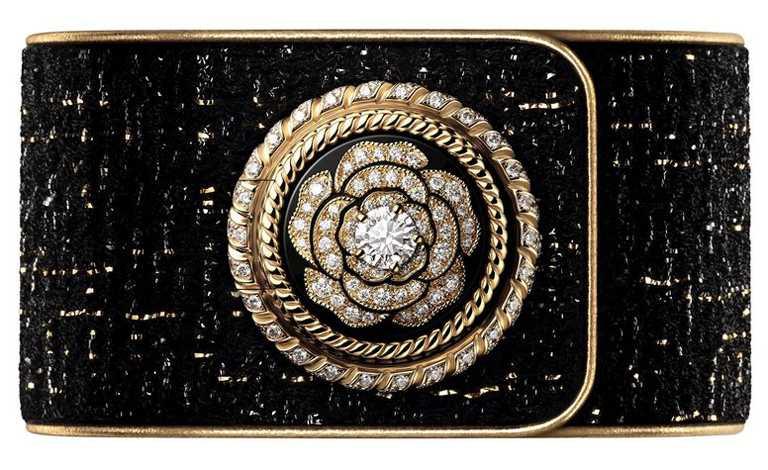 CHANEL「Mademoiselle Privé山茶花鈕釦腕錶」,18K白金錶殼,25mm,245顆鑽石,限量55只╱2,272,000元。(圖╱CHANEL提供)