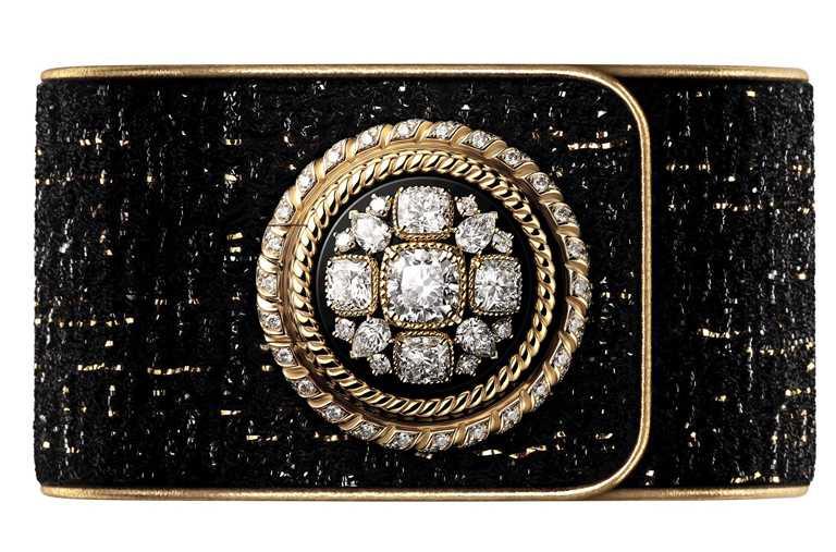 CHANEL「Mademoiselle Privé拜占庭鈕釦腕錶」,1920年代遊歷於威尼斯的香奈兒女士,見證聖馬可大教堂的華美,奢華的拜占庭風格與馬爾他十字,是她設計中不可或缺的元素╱18K白金錶殼,25mm,211顆鑽石,限量5只╱7,981,000元。(圖╱CHANEL提供)