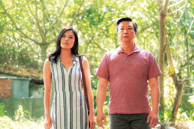 在《虎尾》中,葛曉潔和飾演父親的馬泰,有許多感人對手戲。(圖/Netflix提供)