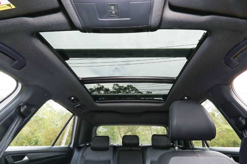 全景式天窗雖然不是必備,但能使車室內的視野更開闊。(圖/王永泰攝)