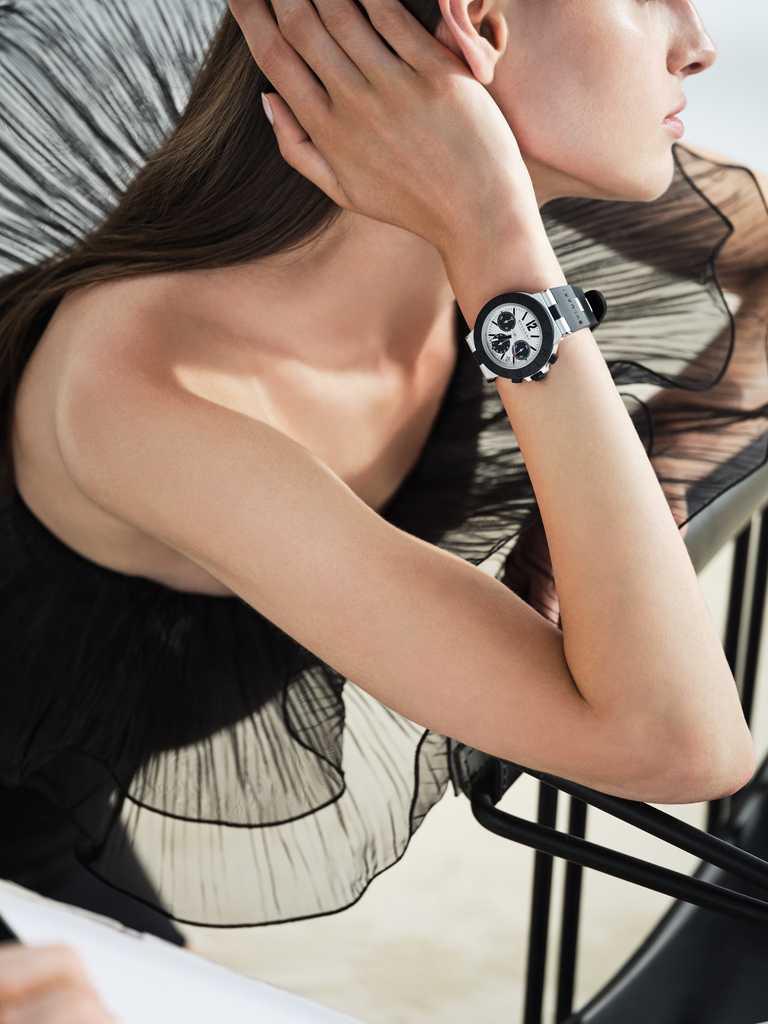 BVLGARI「ALUMINIUM」鋁合金計時腕錶,鋁合金錶殼,暖灰色錶盤,B130型自動上鏈機芯,40mm╱131,600元。(圖╱BVLGARI提供)