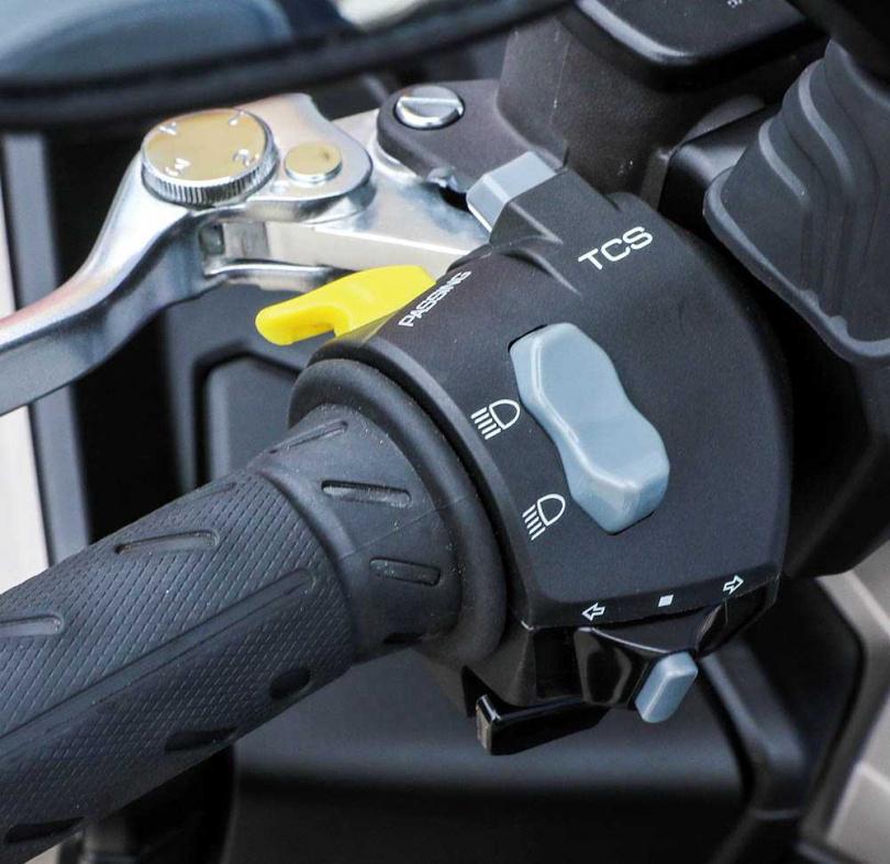 畢竟是搶市的跨界ADV車型,因此也將TCS循跡防滑系統以及Keyless免鑰匙等好料通通附上。(圖/張文玠攝)