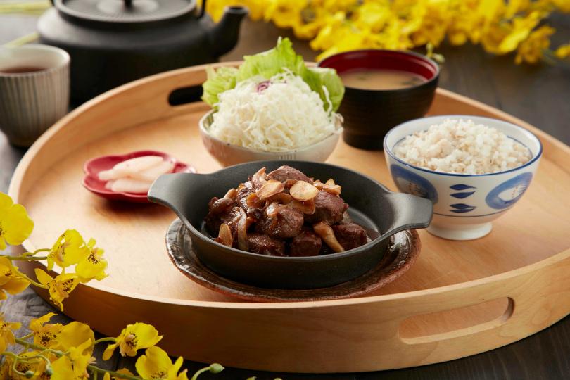 「京都勝牛」的新菜單「角切牛排定食」,是男性最愛的燒肉大餐!