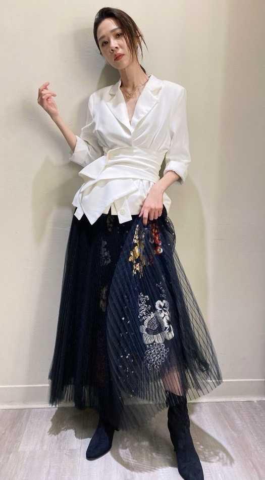 金馬影后謝盈萱,優雅佩戴FRED「Force 10」系列珠寶,擔任金馬58入圍揭曉嘉賓。(圖╱FRED提供)